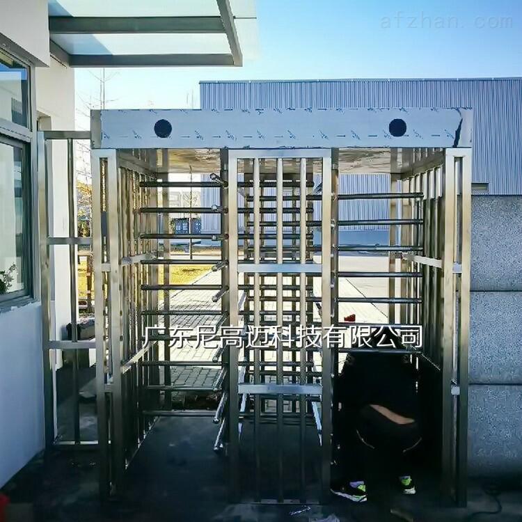 出口防暴封闭型栅栏全高转闸机