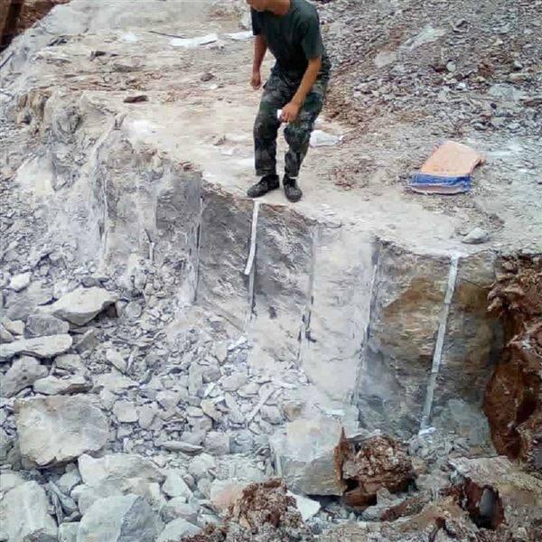 小量起批岩石无声破碎剂